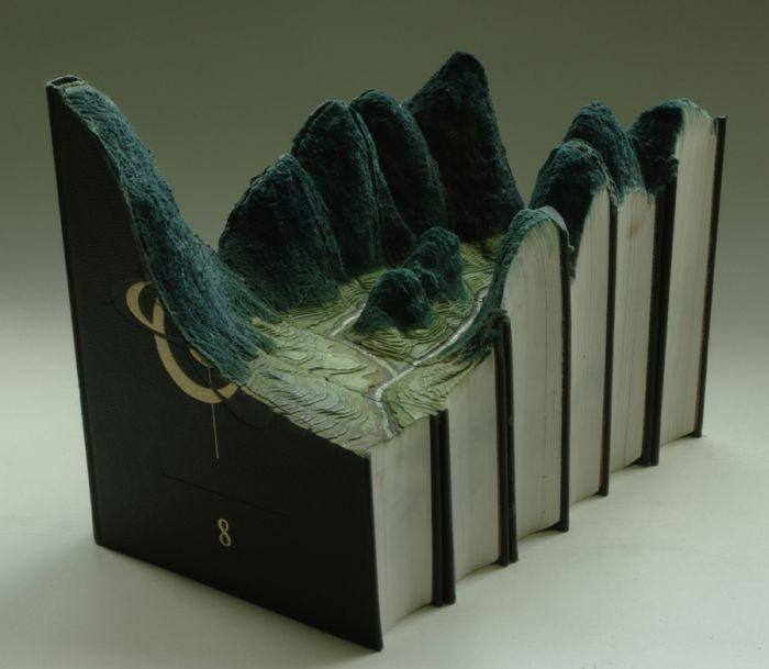 Rzeźby w książkach 8